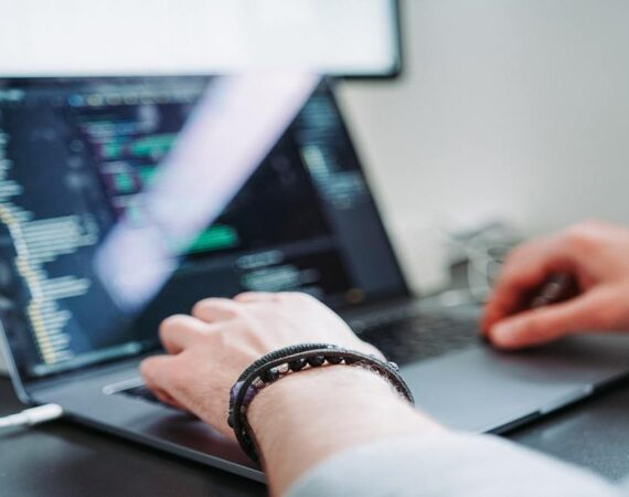 Software developer vs software engineer: What is the difference?